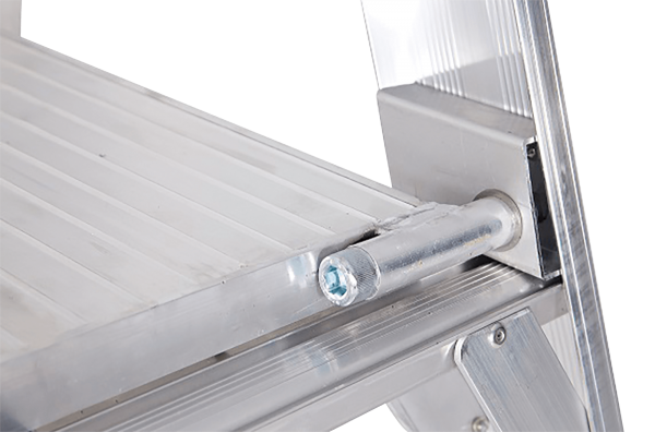 ALUMINIUM PLATFORM PREMIUM LADDER - Close Up