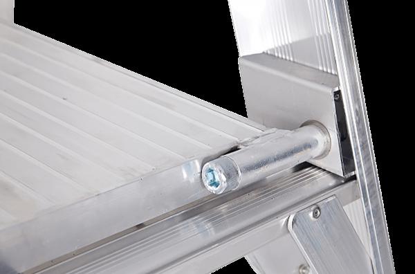 ALUMINIUM PLATFORM STANDARD LADDER - Close Up Platform